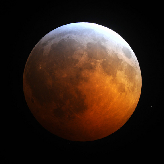 reddened-moon-lunar-eclipse-101221-02